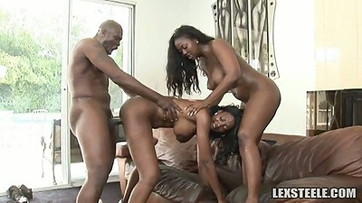 Awesome round and bouncy black booty on Aryana Starr and Naomi Banxxx