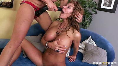 Two lesbian bitches Nicki Hunter and Nikki Sexx in rough lesbian fuck