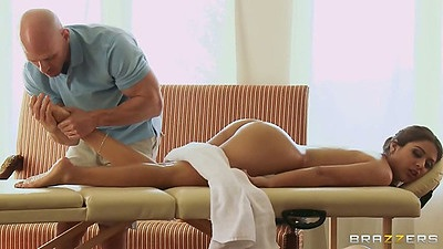 Latina babe Jynx Maze enjoys a nice oil massage