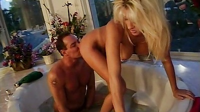 Jill Kelly gets ass and pussy licked in the bath