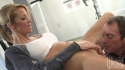 jessica drake spreading her pussy at the gym and sits on mans cock