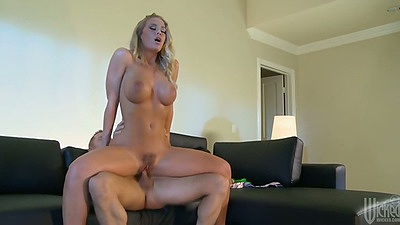Reverse cowgirl trimmed pussy sex with Nicole Aniston on dick ride