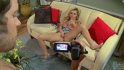 Blonde Jessie Rogers pov photo shoot and blowjob